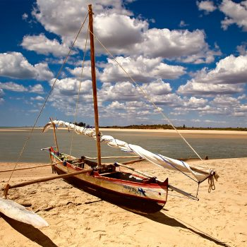 Madagascar Majunga Barca spiaggia